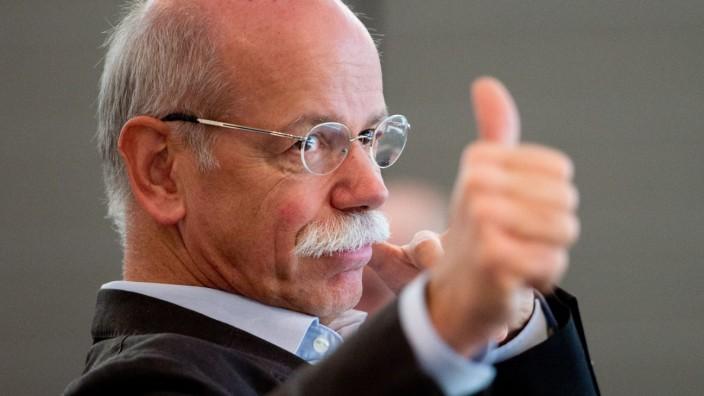 Dieter Zetsche stellt Elektroautos vor