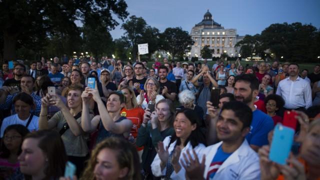 Democrat Legislators stage Sit-In to try to force vote on gun res