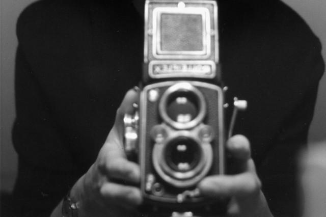 """'Ich mit kurzen Haaren' - SelbstportrâÄ°t im Spiegel; """"Die Frau mit der Kamera - Abisag Tüllmann"""""""