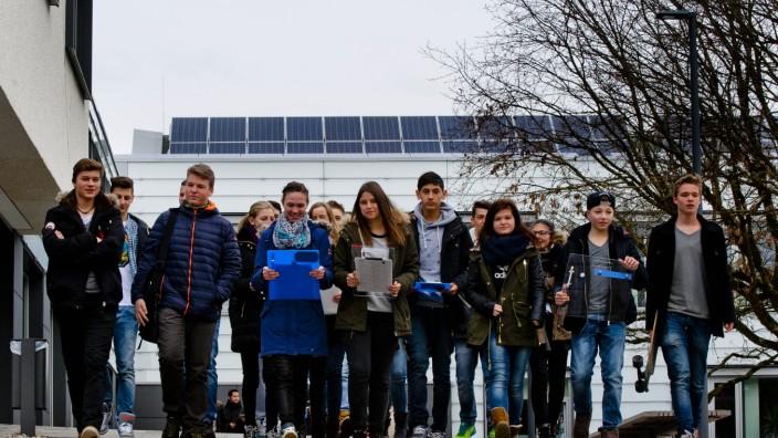 Ebersberg: Ein Gruppe Mittelschüler hatte im vergangenen Jahr Ebersberger Sonnendächer katalogisiert.