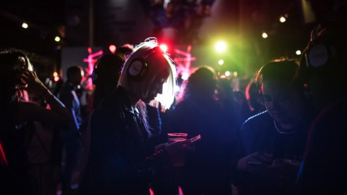 Europa: Ein Nachtclub in Paris.