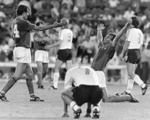 FUßBALL-WM 1982: ITALIEN ZUM 3. MAL WELTMEISTER