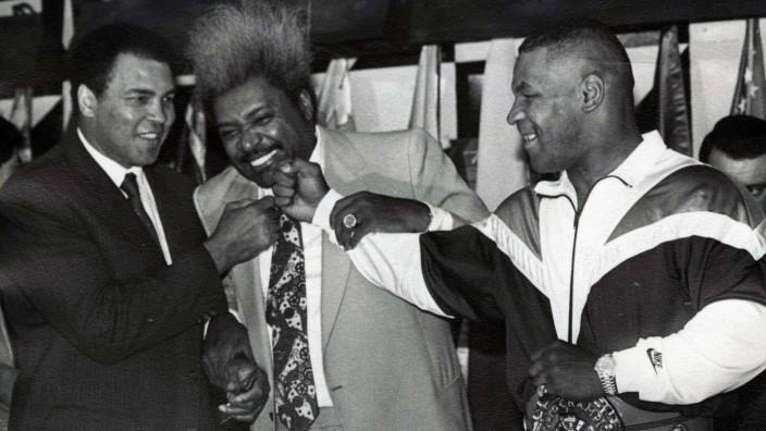 Boxing Boxeo Muhammad Ali Ali con Don King y su colega Mike Tyson 1988 Foto Archivo Agencia EL; Mike Tyson Don King
