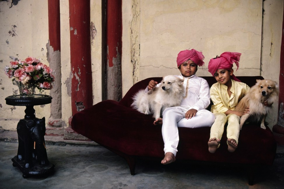 Inde, deux frËres sur un sofa / Photo; 06_Michaud_S.180-81_Indien