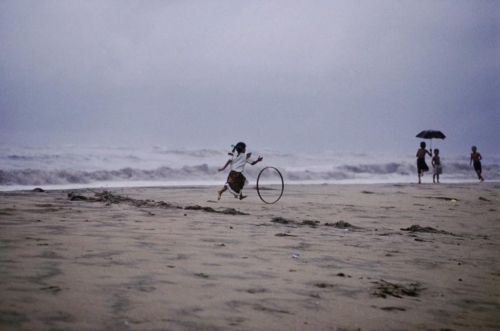 Inde, mousson, enfants jouant sous la pluie; 09_Michaud_S.264-65_Indien