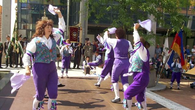 Städtepartnerschaft mit Großbritannien: Die Moris Dancers im Jahr 1999.