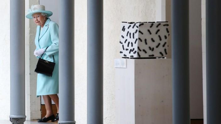 Queen Elizabeth II. im schottischen Parlament