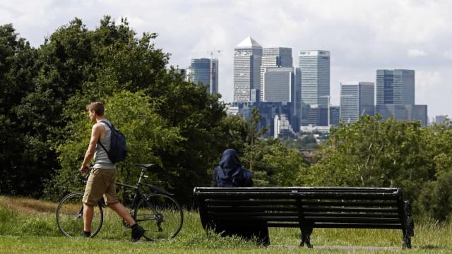 Fintech: Blick auf die Hochhäuser des Londoner Finanzviertels Canary Wharf: Die Gründer junger Internetfirmen befürchten Nachteile nach einem Austritt aus der EU.