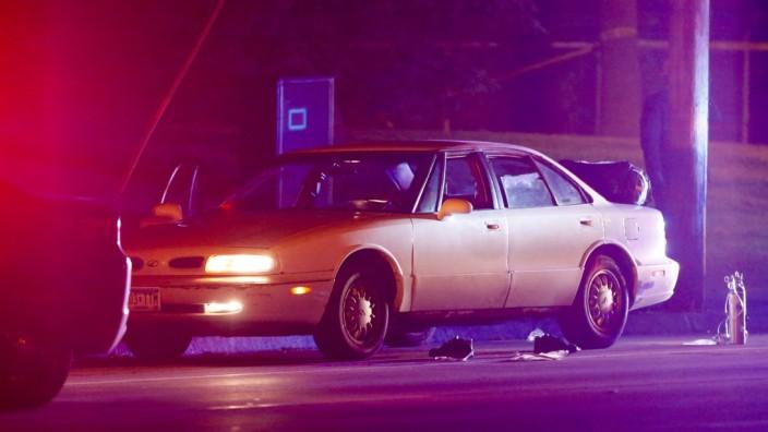 Minnesota und Louisiana: Das Auto nach der eskalierten Verkehrskontrolle in Falcon Heights, Minnesota