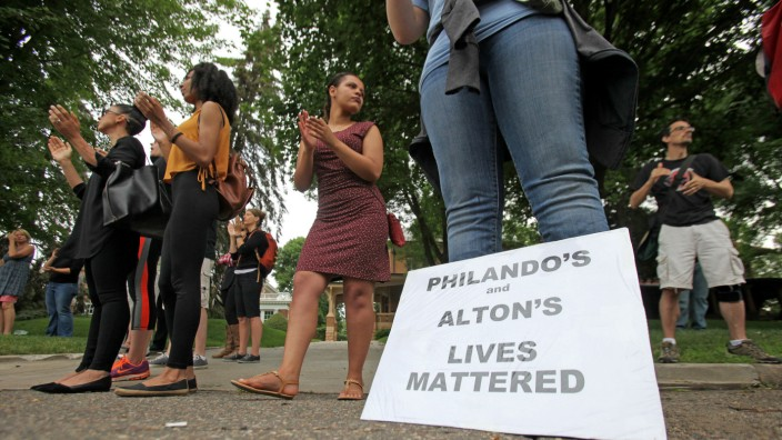 Protestors chant at rally for Philando Castile in Minnesota