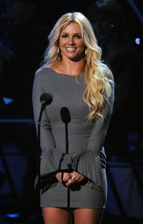 Britney Spears cancels shows after injuring ankle