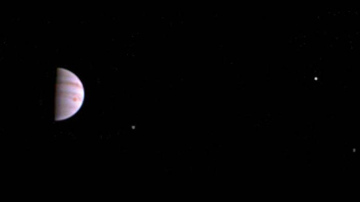 """Nasa-Sonde ´Juno"""" schickt erste Fotos vom Jupiter"""