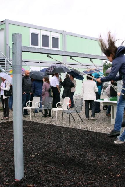 Weßlings Bürger besichtigen Flüchtlingsunterkunft; Neue Containeranlage für Flüchtlinge in Weßling