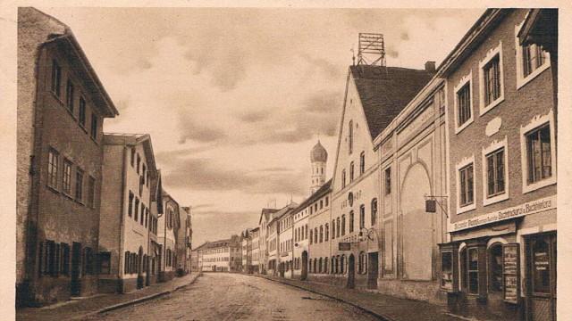Wolfratshausen: Einst der Sitz von fast einem Dutzend Brauereien: Das Bild zeigt die Wolfratshauser Marktstraße mit dem Haderbräu um das Jahr 1900.