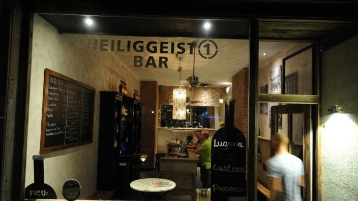 Bar Heiliggeist 1: Sie ist nicht groß, eher eine Art Mikrokosmos: Jeder kommt schnell mit jedem ins Gespräch in der Heiliggeist 1 Bar.