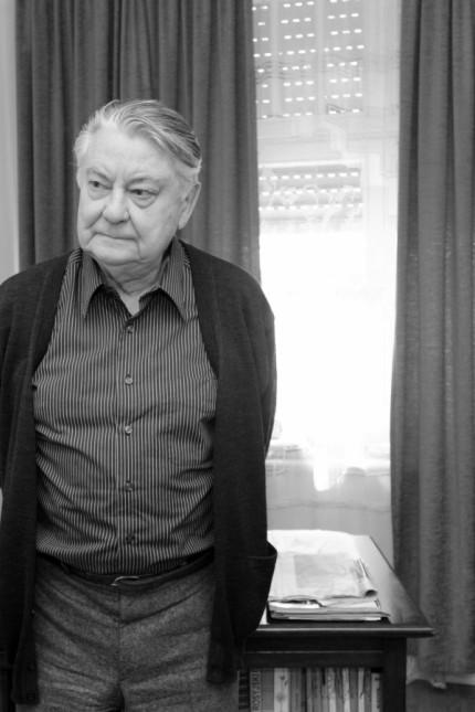 Der polnische Autor Wlodzimierz Odojewski in seiner Schwabinger Wohnung gemeinsam mit seiner Frau