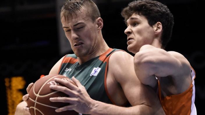 Baloncesto Sevilla s Czech player Ondrej Balvin L fights for the ball with pivot Chema Gonzalez R; Ondrej Balvin
