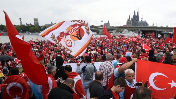 Demo von Erdogan-Anhängern in Köln