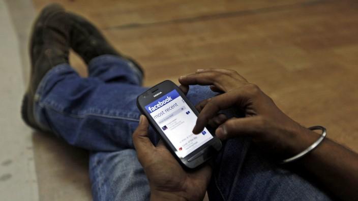 Facebook: Mächtiges Netzwerk: Nicht nur, dass Facebook 1,7 Milliarden aktive Nutzer hat - der Konzern übernimmt gnadenlos gute Ideen anderer.