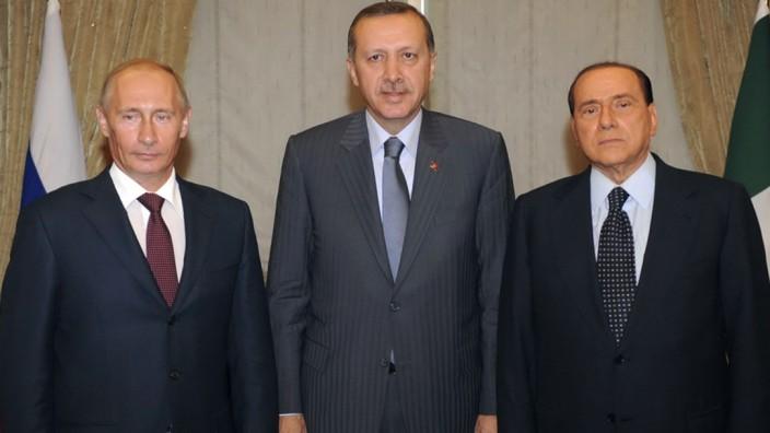 Wladimir Putin, Recep Tayyip Erdoğan und Silvio Berlusconi 2009 in Ankara
