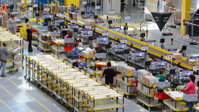 The Amazon e-trader's new logistics center