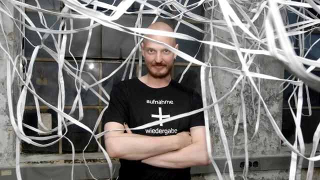 Dießen: Taubenturm Ausstellung 'Das Schwarze Loch'