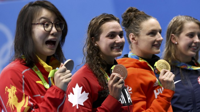 Swimming - Women's 100m Backstroke Victory Ceremony