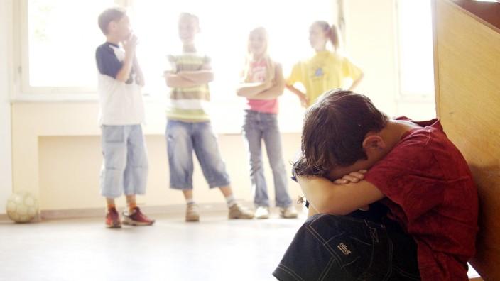 Mobbing in der Schule: Werden ihre Kinder Opfer von Mobbing, sollten deren Eltern sie vor allem nicht verurteilen.