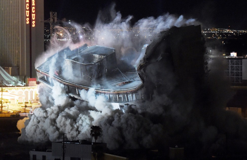 The Riviera Hotel & Casino's Remaining Structures Are Imploded