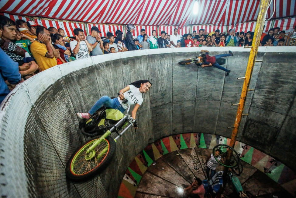 Devil's Barrel Show in Deliserdang