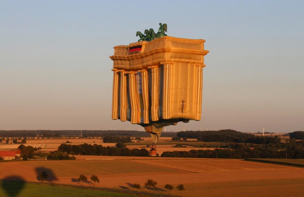 Letzter Flug des 'Brandenburger Tores'