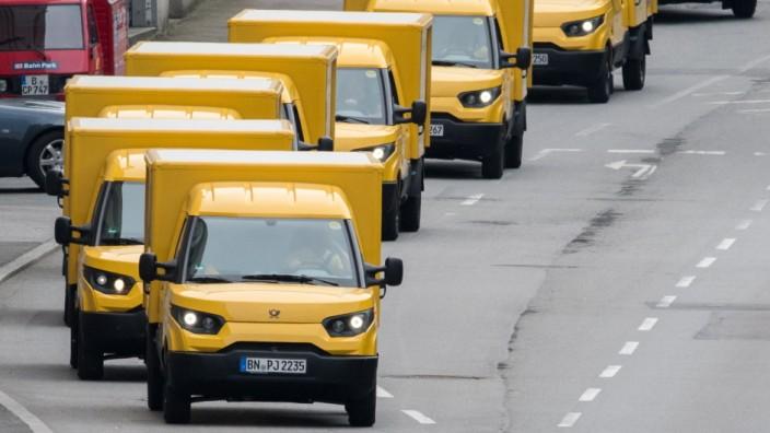 Neue Elektrofahrzeuge der Post in Bayern