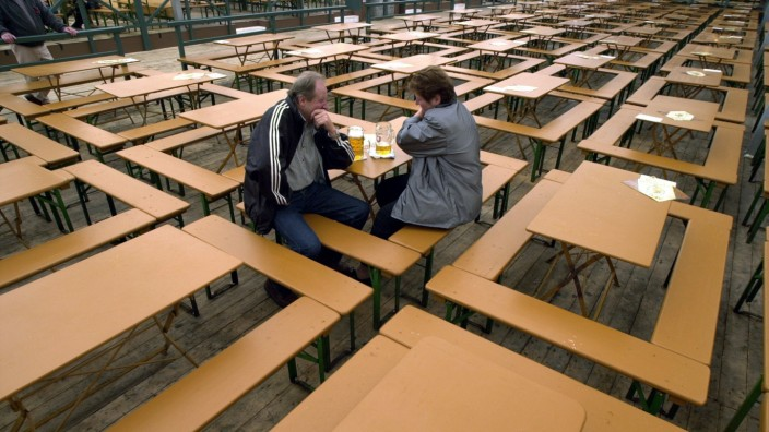 LEERES OKTOBERFEST-FESTZELT