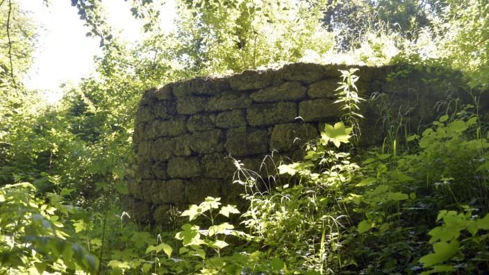 SZ-Serie Landmarken: Eine der alten, erst wieder entdeckten Mauern im Park Höllriegelskreuth.