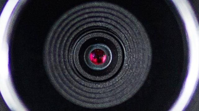 Ist es paranoid, die Webcam aus Angst vor Überwachung abzukleben? Sogar Mark Zuckerberg klebt ab. Aus gutem Grund.