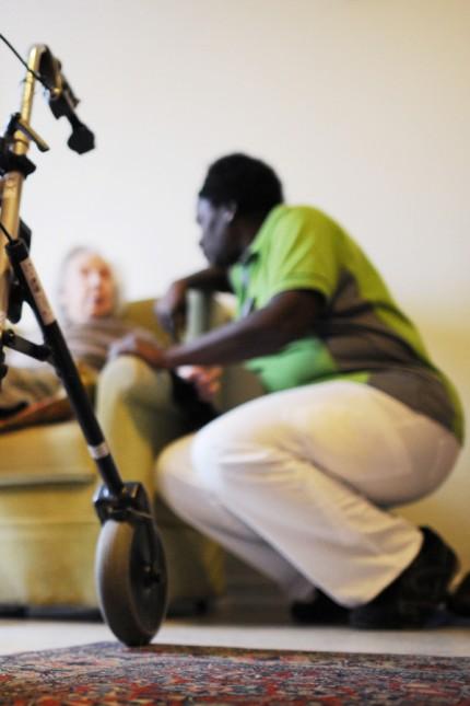 Pflegerin in Seniorenheim