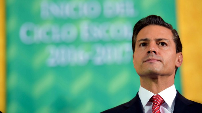 Mexican president halts talks with teachers until they return to