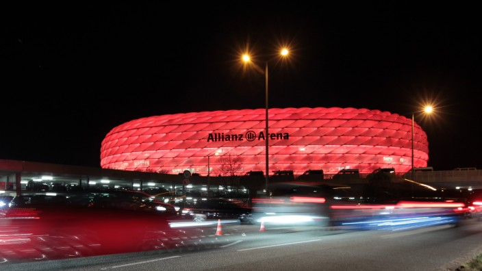 MUENCHEN: Allianz-Arena / Parkplatzchaos etc