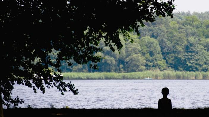 Der kleine Junge und der See