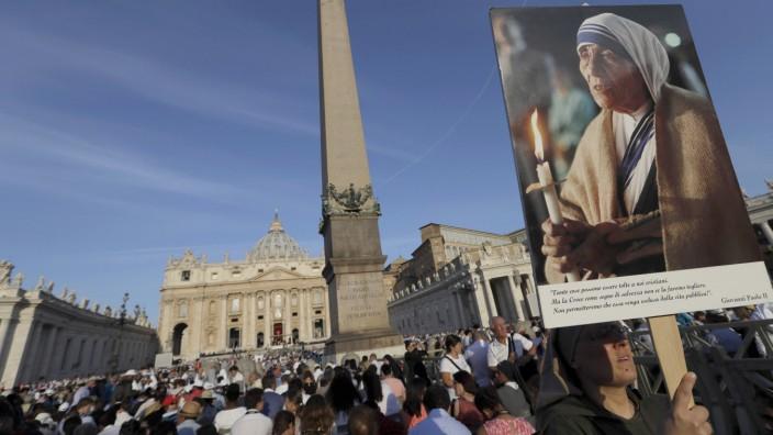 Heiligsprechung von Mutter Teresa: Gläubige warten in Rom auf die Heiligsprechung Mutters Teresas.
