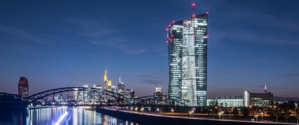 EZB vor Frankfurter Bankenskyline