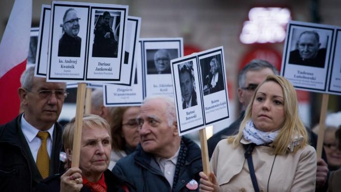 Tragic government plane crash still devides Polish