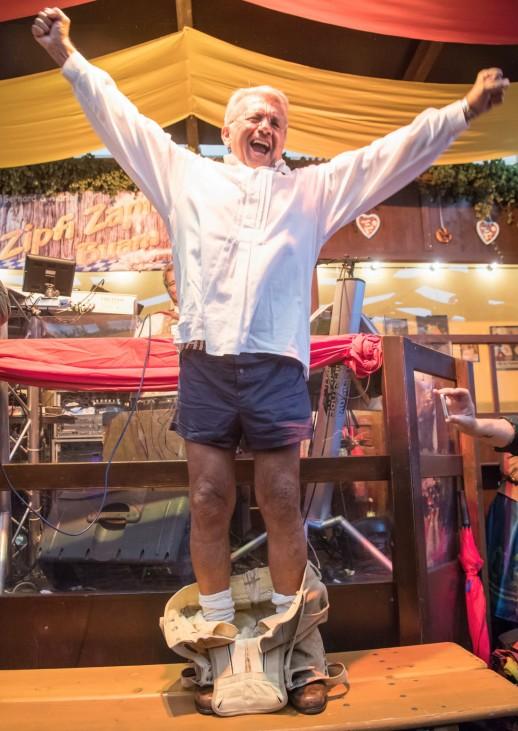 'Schichtl' Schauer versteigert getragene Lederhose