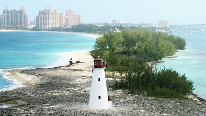 Bahamas-Leaks, Panama-Papers, Steuer-CDs: Ein Leuchtturm auf einer Insel der Bahamas.