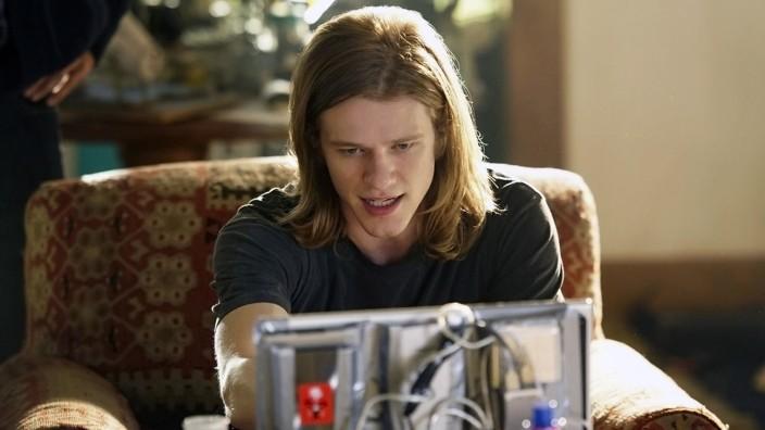 MacGyver (Lucas Till)