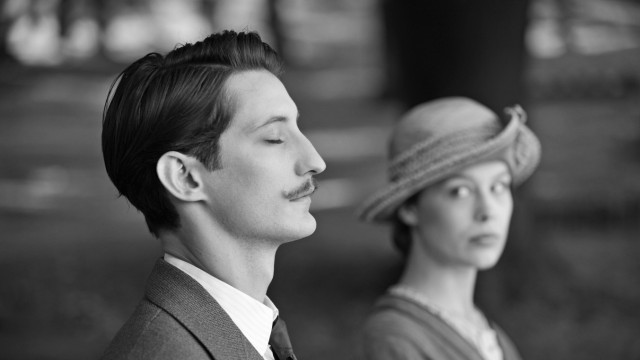 "Anna (Paula Beer) und Adrien (Pierre Niney) in ""Frantz"""