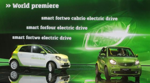 Smart Fortwo Cabrio und Forfour Electric Drive auf dem Pariser Autosalon 2016.