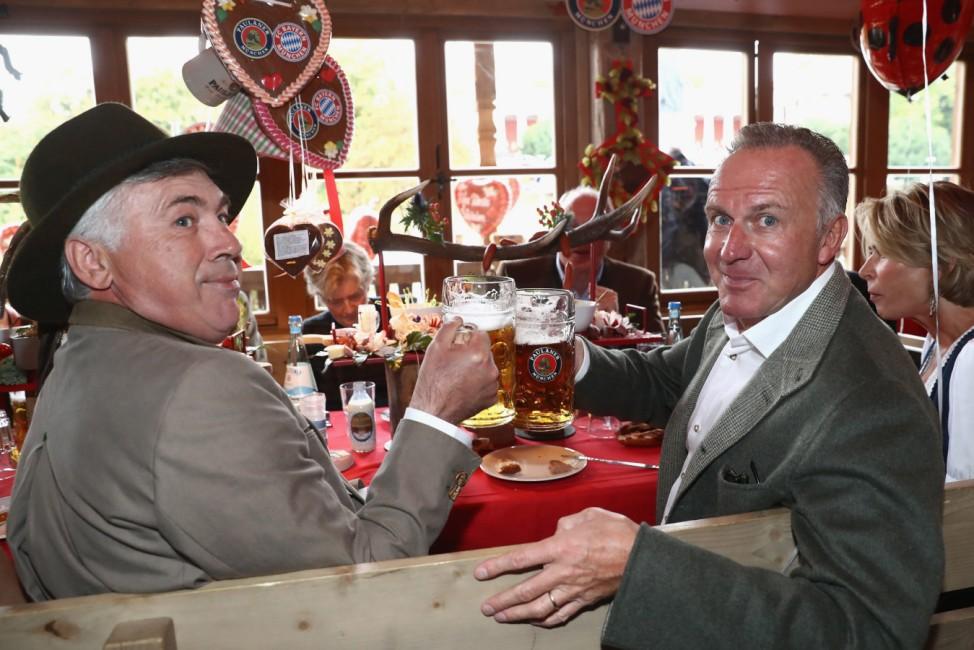 FC Bayern visits the Munich Oktoberfest