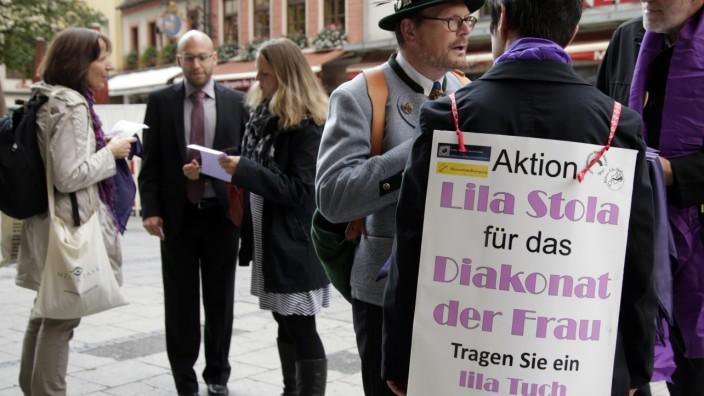 München:  Protestaktion FRAUEN-DIAKONIE