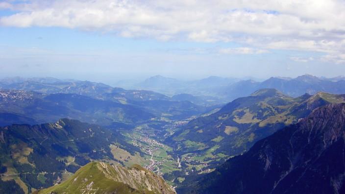 Das Kleinwalsertal vom Gipfel des Widdersteins aus gesehen
